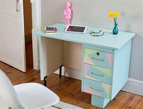 redonner vie 224 un bureau avec des couleurs pastels