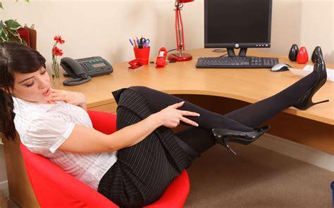 autoreggenti in ufficio sfondi gli sport donne modello brunetta