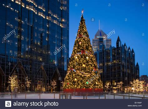 christmas tree lights ppg plaza ice rink 169 philip johnson