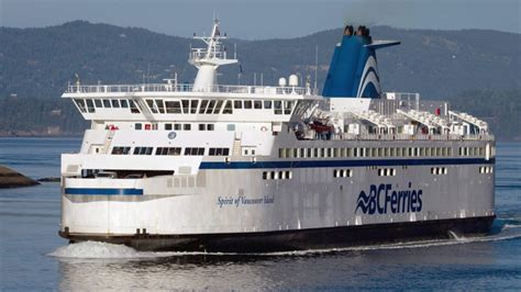 boat sinking vancouver bc ferries crews rescue six from sinking boats off