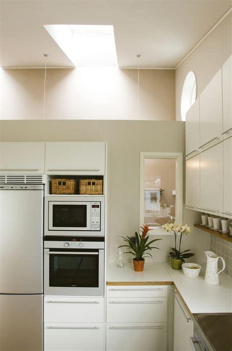 cucine per mansarde basse cucine per mansarde basse posizionare il tavolo a muro