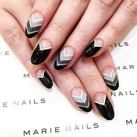 Black And White Gel Nail