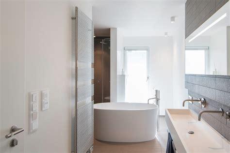 Schmale Badewanne by Badgestaltung Mit Wanne Als Zentrales Raumelement Axel