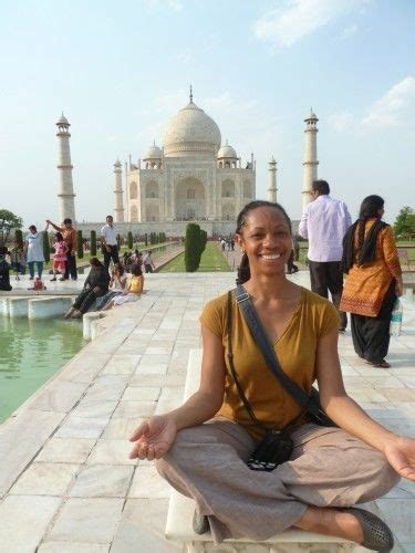 dress   female tourist  india