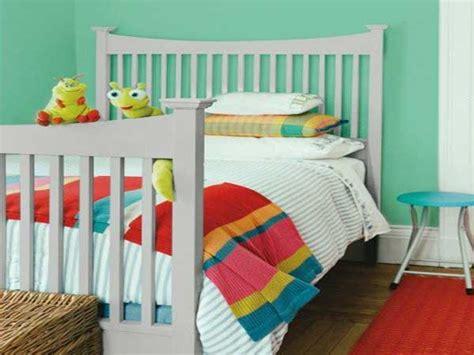 Incroyable Peinture De Mur Pour Chambre #1: du-vert-et-du-gris-pour-une-peinture-chambre-enfant.jpg