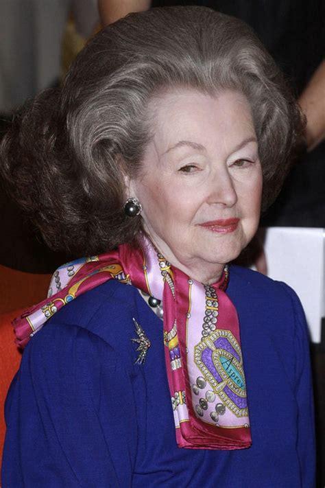 princess diana s stepmother raine spencer dies at the age princess diana s stepmother dead raine spencer dies at 87