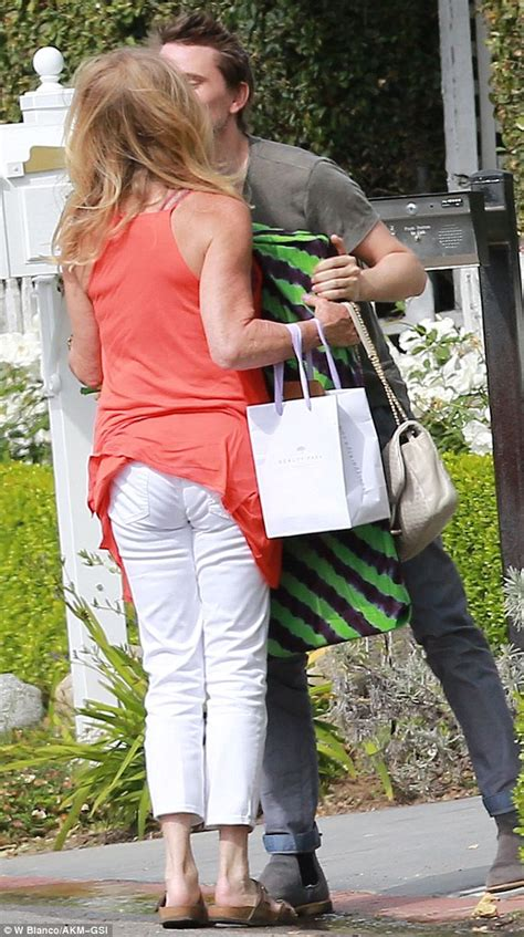 goldie hawn mother kate hudson s mother goldie hawn greets daughter s ex matt