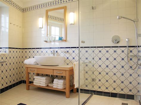 Kleine Badezimmer Landhaus by Badezimmer Dusche Und Wanne Raum Und M 246 Beldesign Inspiration