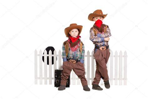 Imagenes De Niños Vestidos De Vaqueros   dos ni 241 os vestidos con trajes de vaquero foto de stock