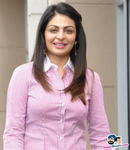 Neeru bajwa wiki husband dob details hot pictures punjabi actress