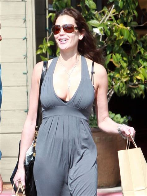 Get Look Teri Hatchers Swarovski Clutch From Clothes Our Back by More Pics Of Teri Hatcher Oversized Sunglasses 12 Of 28
