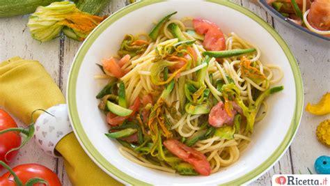 pasta con fiori zucca ricetta pasta con fiori di zucca e pomodori consigli e
