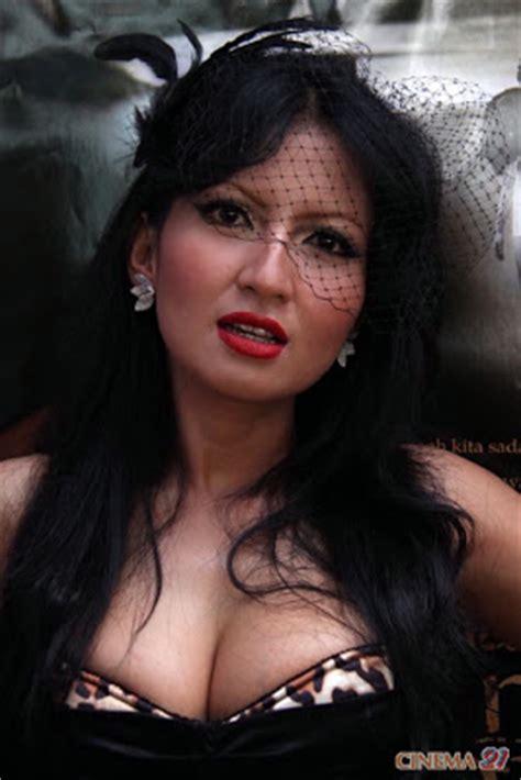 artis inul yang sek 7 foto artis indonesia yang memiliki payudara besar foto