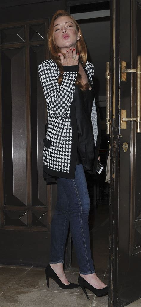 Get Lindsays Casual Look by Lindsay Lohan Casual Style At The Dorchester Hotel In
