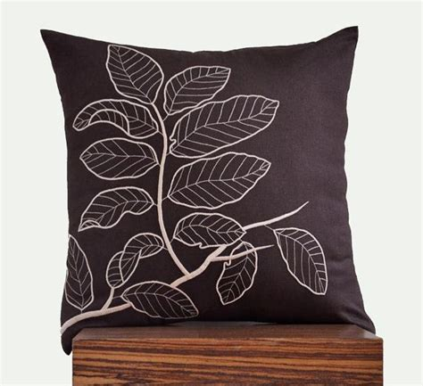 brown couch throw pillows best 25 decorative pillows for couch ideas on pinterest