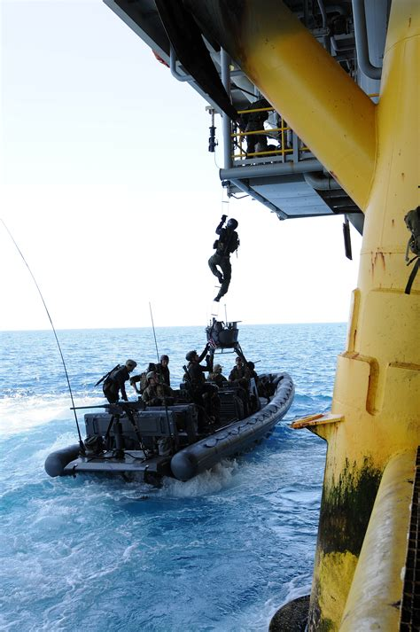 types of navy seal boats file seals train boarding oil platform jpg wikimedia commons