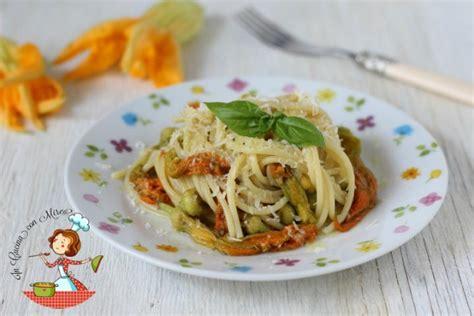 stagione fiori di zucca spaghetti con fiori di zucca ricetta primo piatto di