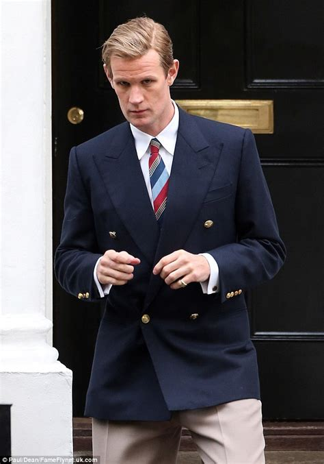 actor king george the crown matt smith returns as prince philip to film with the royal