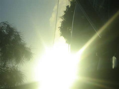manfaat  resiko sinar matahari bagi tubuh aelovebel