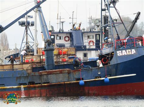 bering sea crab boat sinks f v saga deadliest catch captain jake anderson sean