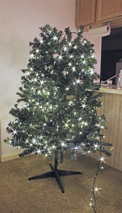 How to Light, Ribbon, and Decorate a Christmas Tree