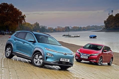 Hyundai Vs Nissan by Hyundai Kona Electric Vs Nissan Leaf Auto Express