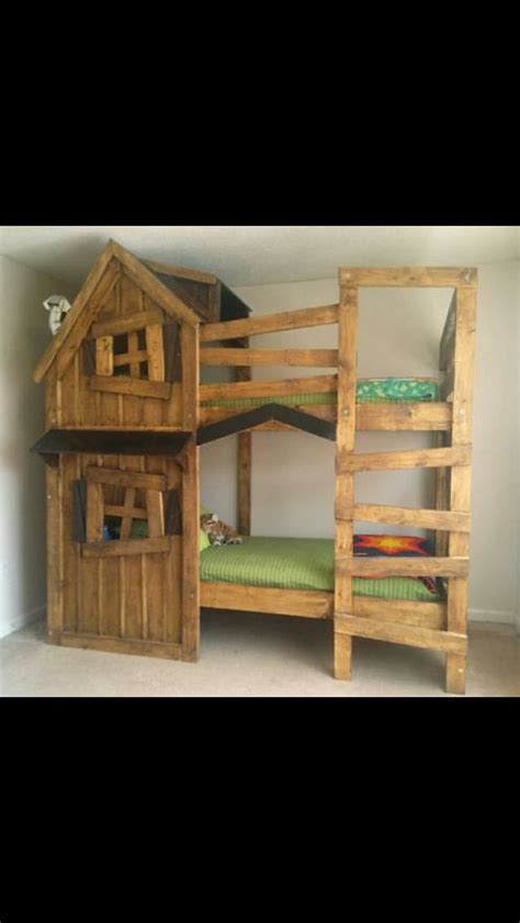 clubhouse bunk bed 17 best ideas about pallet bunk beds on pinterest kids pallet bed kid bedrooms and