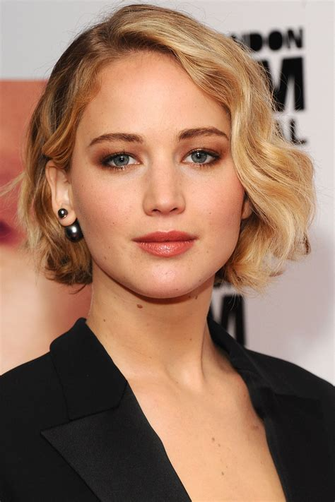 jennifer lawrence hair colors for two toned pixie 8 influential jennifer lawrence hair looks styleicons