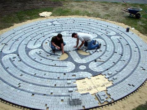 Backyard Labyrinth by Best 25 Labyrinth Garden Ideas On Labyrinth