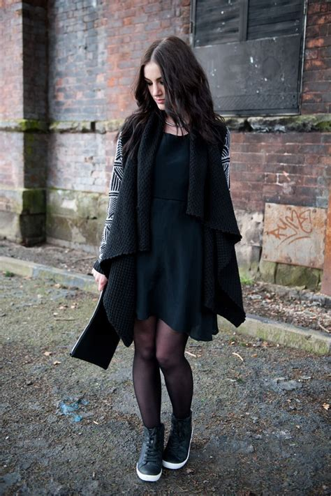 Sweater Converse Shoes Hitam Dan Navy sheer tights and pop of converse how to combine skirts tights and boots just