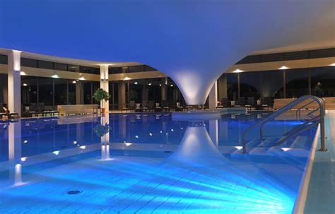 schwimmbad mit überdachung schwimmbad cliff hotel r 252