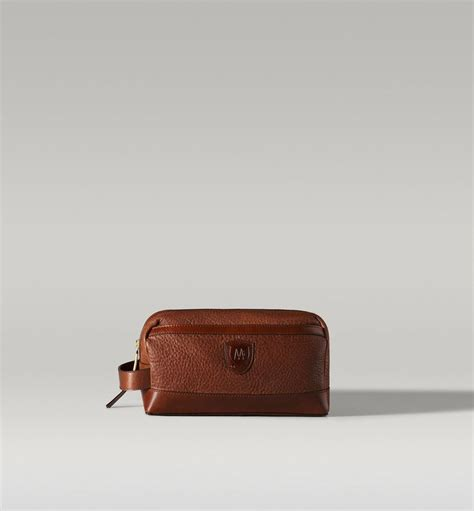 Massimo Dutti Toiletry leather wash bag massimo dutti style