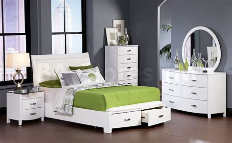 6 Size Bedroom Set by Modern Bedroom With White Wooden Platform Bed