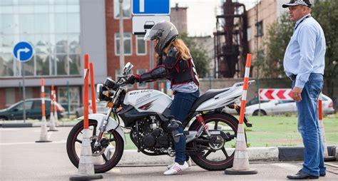 Motorrad Fahren Sicher by Sicher Motorrad Fahren Die Bremsen Checken