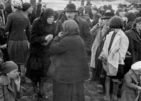 auschwitz and after old picz jews before going in the gas chambers in auschwitz 1944