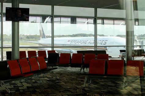 Bomber Lucky Gate Premium review singapore airlines 777 300er premium economy nrt lax