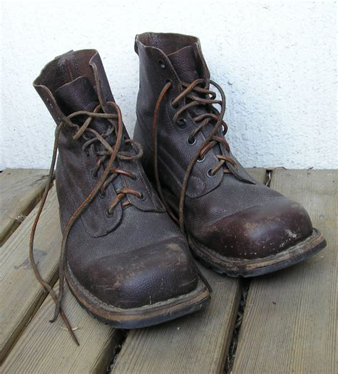 file army boots jpg wikimedia commons