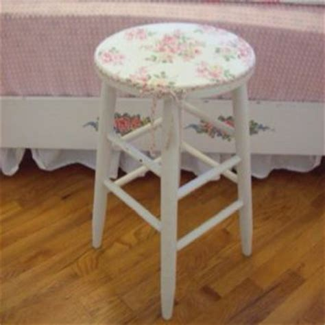 stool refinished shabby chic with an antique napkin