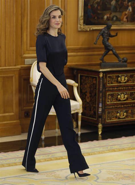 Reina Shirt Chic cr 237 ticas a la reina letizia por su look quot chandalero quot chic