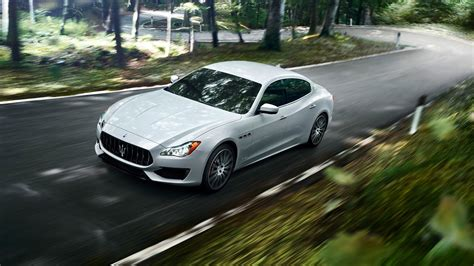 maseratti cars maserati s new quattroporte gransport gets a stirring