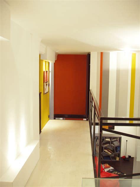 ladari a led a soffitto colore e illuminazione tv supporto parete argento