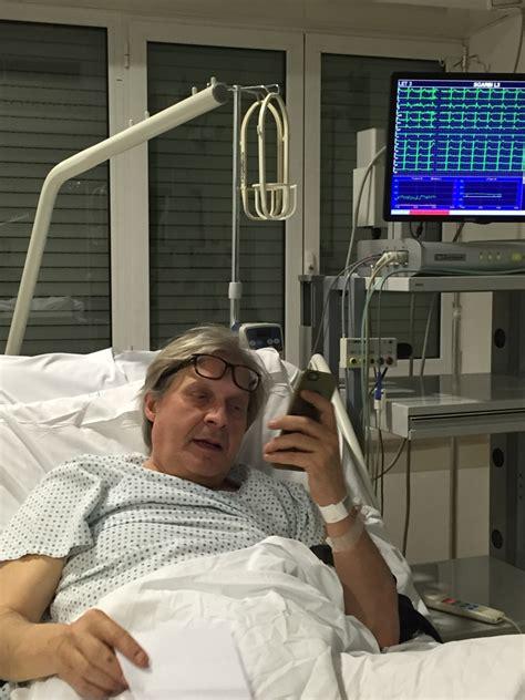 letto d ospedale sgarbi dal letto d ospedale dopo l intervento al cuore
