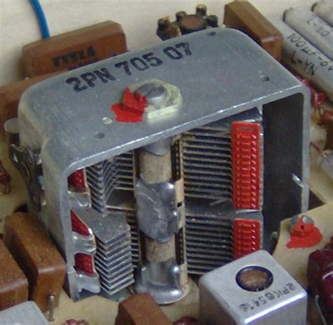 electronically variable capacitor file electronic component variable capacitor jpg wikimedia commons