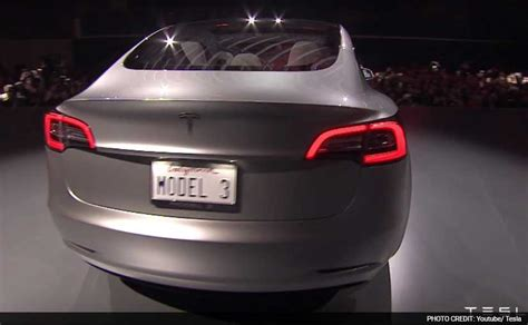 Tesla Rear Tesla Model 3 Receives 232 000 Orders Ndtv Carandbike