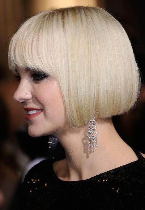 anna faris short bob haircut platinum blonde bob cut