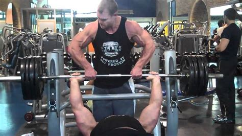derek poundstone 180kg bench press maxiraw training day