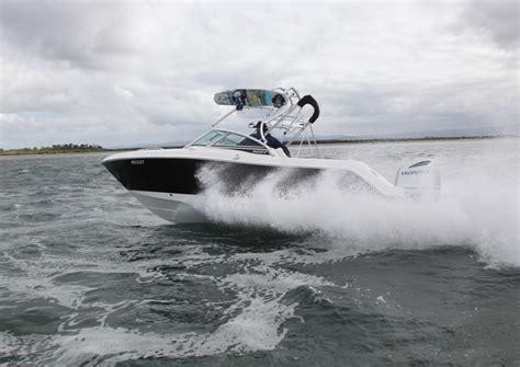 robalo r227 boat test robalo fishing boats make a splash