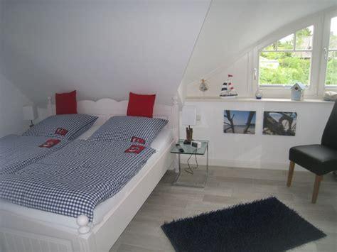 schlafzimmer maritim ferienhaus blue fischland darss frau veronika