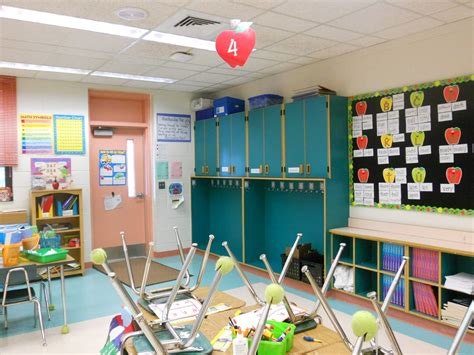 classroom themes pictures doing activity of decorating with classroom decoration