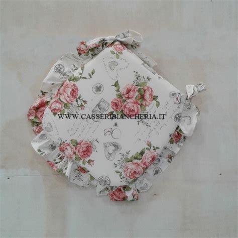 cuscini per le sedie cuscini per sedie sagomati con volant shabby roses